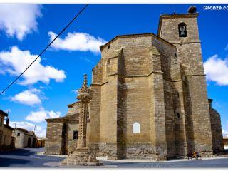 Rollo e iglesia de Boadilla del Camino