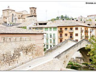 Estella: Puente de la Cárcel e iglesia de San Miguel