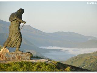 Monumento al peregrino, Alto de San Roque