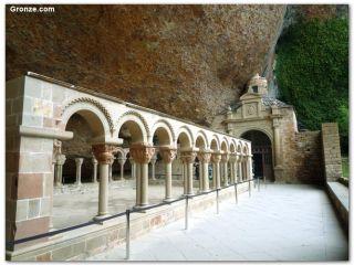Camino Aragonés: Claustro del Monasterio de San Juan de la Peña
