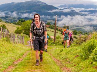 Jóvenes peregrinos en el Pirineo francés, de camino a Roncesvalles