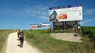 Publicidad de alto impacto e incompatible con la legislación protectora del Camino