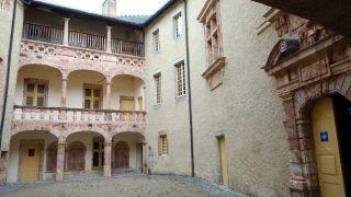 Patio del castillo de Saint-Alban-sur-Limagnole