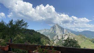 Vista de Peña Ventosa desde el albergue de Cabañes