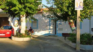 Plaza donde se halla el albergue de Alpriate