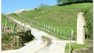 Desvío a la colina Gaztulea, emplazamiento del antiguo castillo de Amaiur