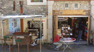 Café des Hommes d'Argile, Arboras