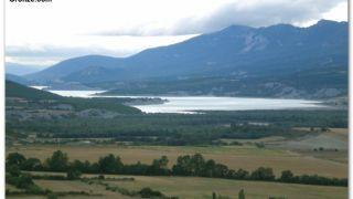 Vista del embalse de Yesa desde Artieda