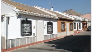 Salida de Atarfe; al fondo, en la cima, la ermita de los tres Juanes