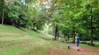 Parque en Bagnères-de-Bigorre, saliendo por el camino