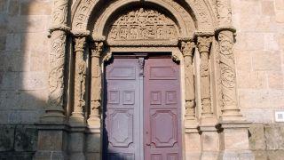 Portada de la iglesia Saint-André de Bourg-Argental