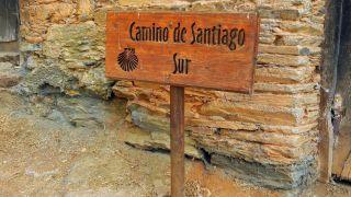 Cartel con otro denominación del Camino de Invierno, en Montefurado