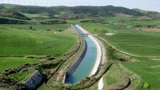 Canal de Navarra, a la salida de Olcoz