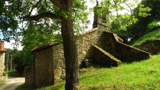 Capilla de La Santuca en el pueblo de El Arroyo