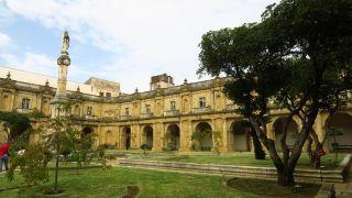 Claustro del monasterio de Santa Clara-a-Nova en Coimbra