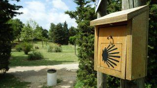 Buzón con sello junto al parque de Santé, Codognan