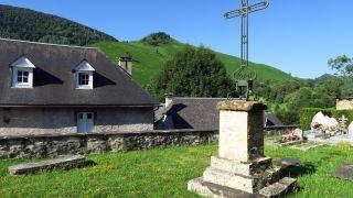 Cruz en el cementerio de Cotdoussan