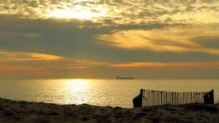 Puesta de sol ante las dunas de Angeiras
