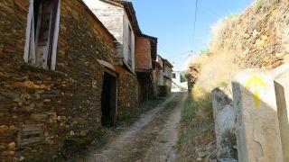 Cruzando la aldea de O Ermidón
