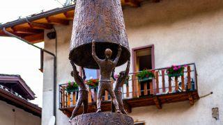 Escultura de bronce en Etroubles