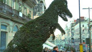 La famosa escultura vegetal del Dinoseto, en la Porta do Sol de Vigo