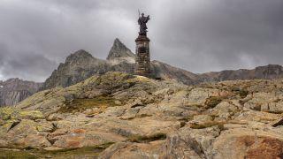 Estatua de Saint-Bernard, Col du Grand-Saint-Bernard