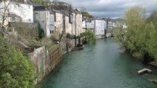 Gave de Aspe, a su paso por Oloron-Sainte-Marie