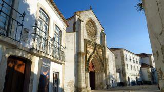 Pórtico gótico de la iglesia da Graça en Santarém
