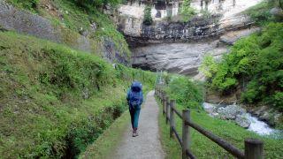 Peregrina hacia la gruta de Le Mas-d'Azil