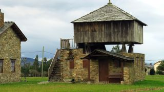 Hórreo de madera en Las Campas