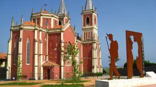Iglesia de San Pedro y monumento al peregrino, Cóbreces