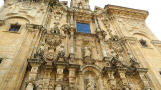 Fachada barroca de la iglesia de Santa María, en Lourenzá