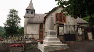Iglesia del pequeño pueblo de Soulagnets
