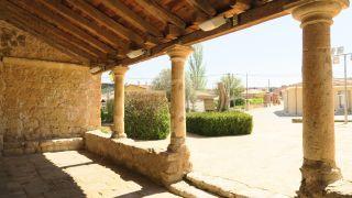 Atrio de la iglesia de Valverde de Campos