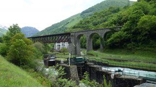 Puente de hierro del ferrocarril, a la llegada a Urdos