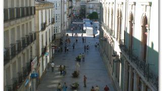 Calle comercial vista desde el adarve de la muralla, Lugo