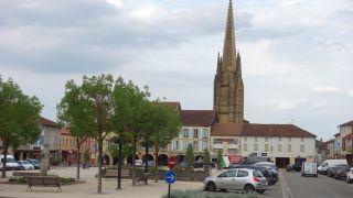 Place del Hôtel de Ville y torre de la excolegiata, Marciac