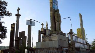 Insólito mausoleo levantado por un particular en A Penela