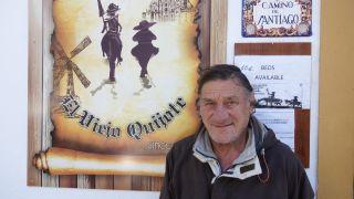 José Antonio a la puerta del albergue compostelano Viejo Quijote
