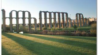 Acueducto de Los Milagros, saliendo de Mérida