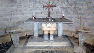Altar de la cripta de la iglesia Saint-Michel de Mifaget
