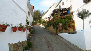 La pintoresca calle Amargura en Moclín