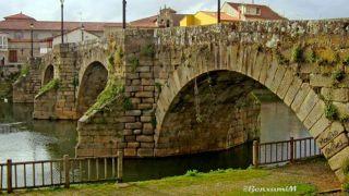 Puente Viejo sobre el río Cabe, Monforte de Lemos (Foto: Benxamín Macía)