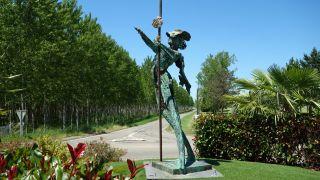 Monumento a la Peregrina, Espalais