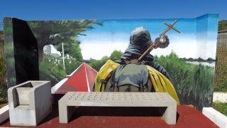 Banco y mural en el camino, Alhandra