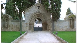 Portada del cementerio de Navarrete