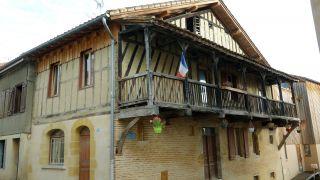 Edificio tradicional en Nogaro