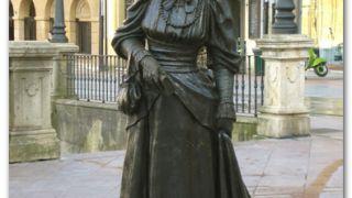 Escultura dedicada a La Regenta, Oviedo