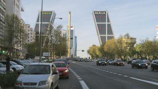 Llegando a la plaza Castilla por el paseo de la Castellana, Madrid