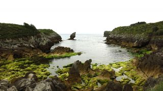 Playa de Buelna durante la marea baja